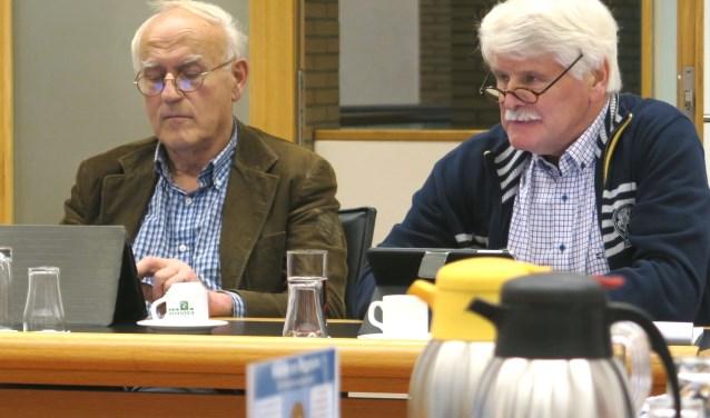 De raadsleden Hans Ipskamp (rechts) en Ad Los. (foto GvS)