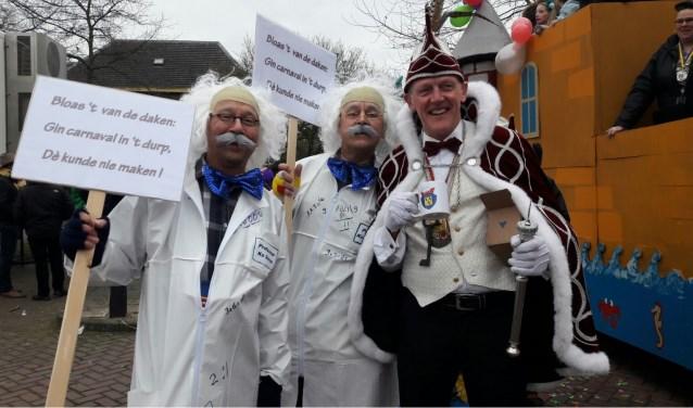 Afgelopen jaar in de optocht werd er op ludieke wijze een doodkreet geslaakt door de vereniging: 'Bloas 't van de daken:Gin carnaval in 't durp, dèkunde nie maken!' Inmiddels bestaat de organisatie weer uit maar liefst 25 vrijwilligers.