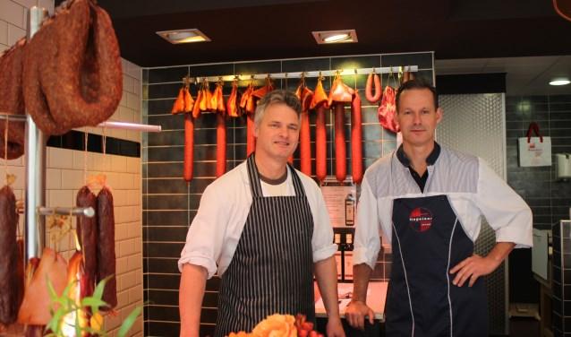 De slagers van de jarige slagerij, links Mart Bankers, rechts Gaby Lenssen.