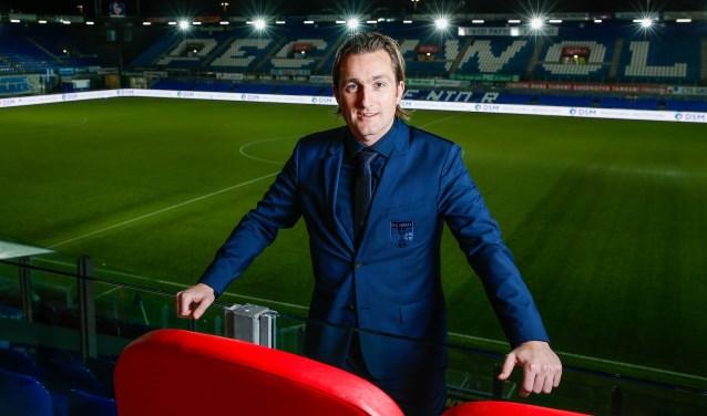 """Commercieel directeur Joost Broerse. """"Ik ga naar veel leuke sponsorevents, ik voer interessante gesprekken en heb een mooie plek in het stadion, maar aan de andere kant is het ook veel mailen, constant beslissingen nemen en er dag en nacht mee bezig zijn."""" (foto: Henry Dijkman)"""