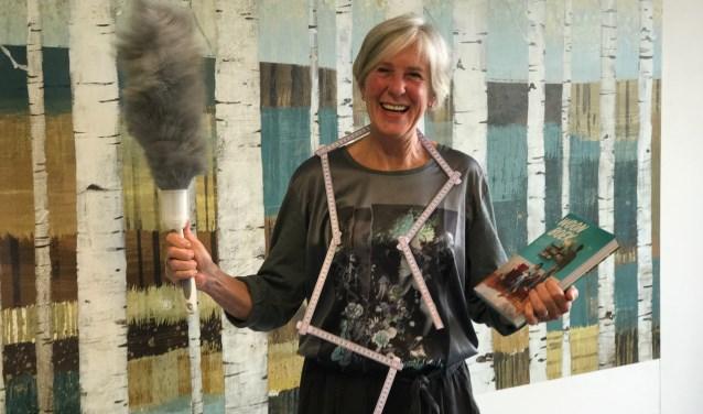 Renee van der Pluijm van 'Studio Plumeau' in een van de mede door haar gestylde én schoongemaakte interieurs'