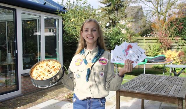Jasmijn bakt appeltaarten en heeft kerstkaarten ontworpen, die zij gaat verkopen om zo haar deelname aan de World Scout Jamboree te bekostigen. Foto: Sjoukje Heikens