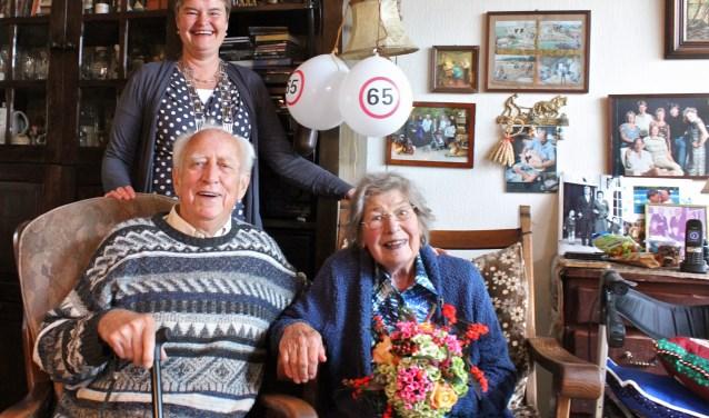 Loco-burgemeester Anne Brommersma feliciteerde het jubilerende echtpaar. Foto: Els van Stratum