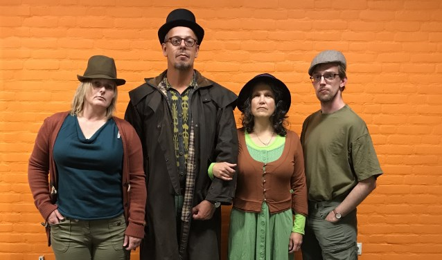 De acteurs van Theater Initatief Zwolle spelen komend weekend drie voorstellingen genaamd 'Buren met Bomen', in het Engelse Werk. (foto: Stan Fritschy)