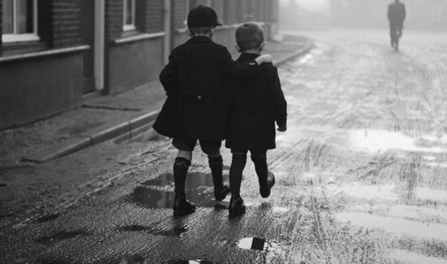 Omslagfoto van Geboren fotograaf - Oss en de wijde wereld door de ogen van Leo van den Bergh (1912-2009)