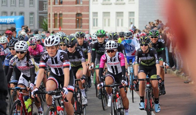 Floortje Mackaij in actie tijdens de Amstel Gold Race voor vrouwen. FOTO: Erik de Weerd