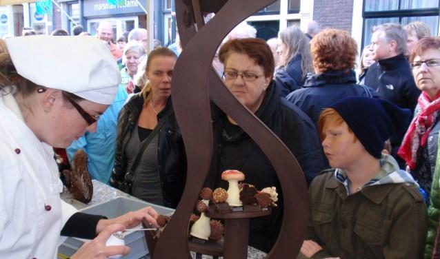 Zaterdag komen meer dan zestig deelnemers naar het Chocoladefestival in de binnenstad van Hattem het publiek verbazen met hun creaties. (foto: Rond Uit Hattem)