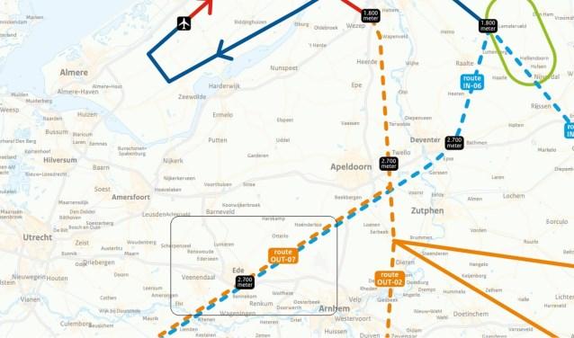 Een overzichtskaartje van de vilegroutes. De oranje lijn is uitgaand verkeer, de blauwe lijn is aankomend verkeer. Ede ligt in het zwarte kader. (foto: Rijksoverheid/bewerking De Edese Post)
