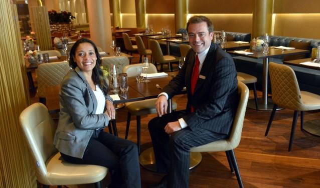 Marketing & Sales manager Linda Mensingh-Trouwborst en onze Manager Food & Beverage Bartjan de Haas van Holland Casino hebben service hoog in hun vaandel staan. (Foto: Jos van Leeuwen)