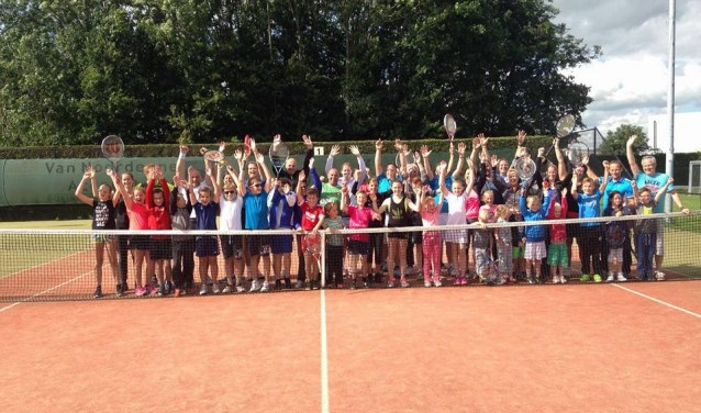 Tennisvereniging de Molenwiek uit Brakel viert deze maand haar 40-jarig bestaan. Dit wordt vrijdag 13 oktober gevierd. Dan worden er ook vijf leden, die al sinds het ontstaan van de club lid zijn, in het zonnetje gezet. Het feest begint om 19.30 uur.