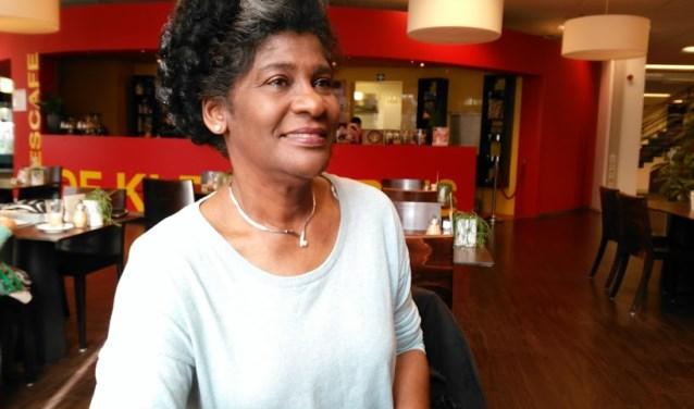 """Carla: """"Vorig jaar was het thema 'mijn plek'. Ik realiseerde me toen dat Nederland nog steeds niet echt mijn thuis is. Al woon ik hier meer dan dertig jaar, Aruba blijft mijn thuis."""""""