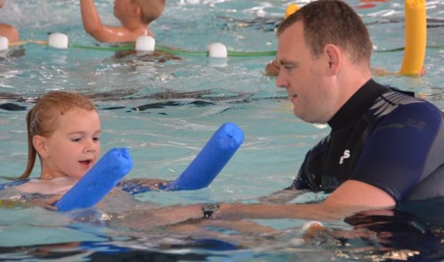 TRB-RES is dringend op zoek naar zweminstructeurs (ook assistenten) voor de zwemlessen van de Tilburgse vereniging. Voor meer informatie en/of aanmelding kan men mailen naar zwemles@trb-res.nl. Vrijwilligers voor andere disciplines binnen TRB-RES zijn ook van harte welkom.