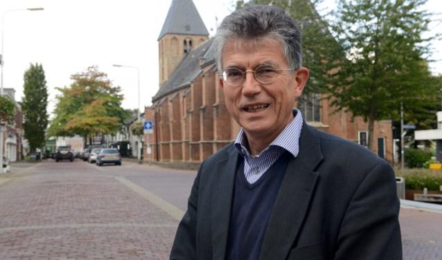 Dominee Gerard Krol staat stil bij 500 jaar Reformatie.    (Foto: Cees Hoogteyling)