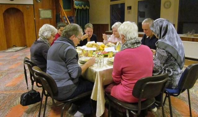 Op de Dag van de Dialoog, donderdag 16 november, gaan er in Goor mensen met elkaar aan tafel én met elkaar in gesprek tijdens een gezellige maaltijd.