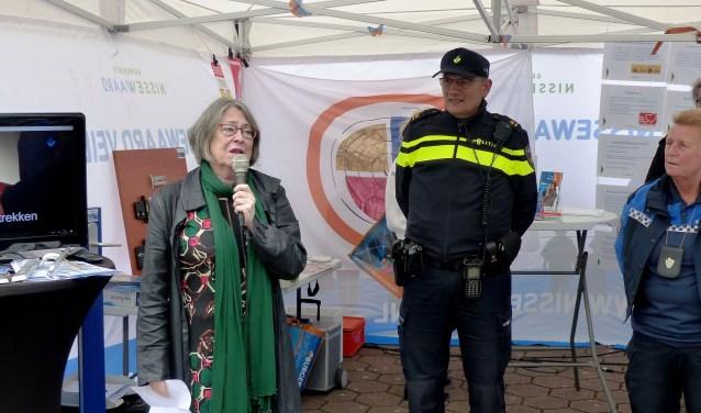 Burgemeester Salet gaf het startsein voor het Donkere Dagen offensief. Foto: Roel van Deursen