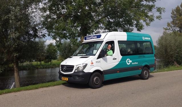 De buurtbus, bestuurd door Frans Hooglander. (foto: Ina Florusse)