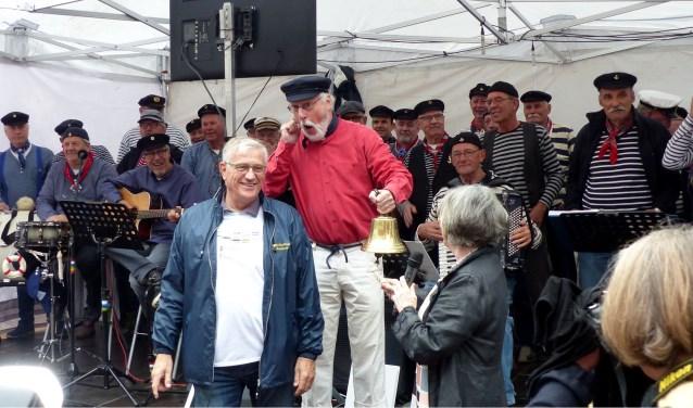 Burgemeester Salet opende het elfde Shantyfestival in Spijkenisse. Foto: Roel van Deursen