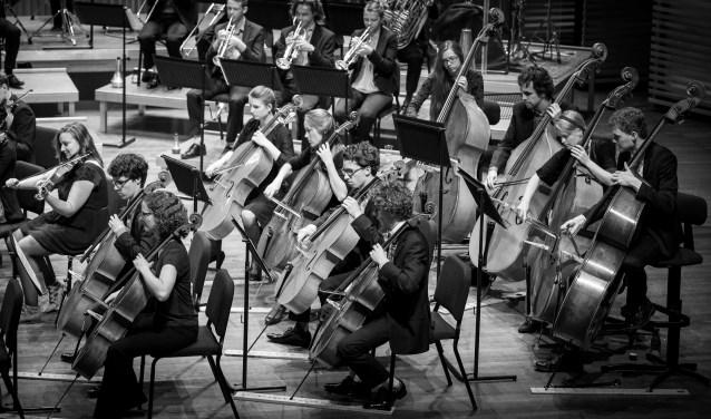 Het Delftse studenten muziekgezelschap Krashna Musika is te beluisteren in Scheveningen