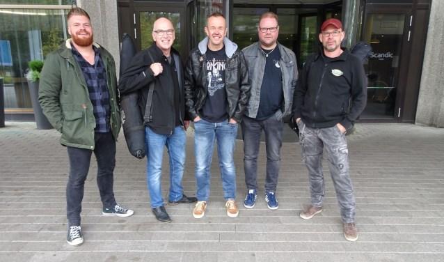 """The Ministry of Rock voor het chique hotel in Helsinki. Intussen bestaan er nieuwe buitenlandse plannen: """"Op en neer naar Finland voor ruim een uur spelen, maar het was het dubbel en dwars waard."""""""