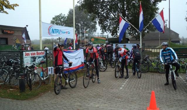 Wie zondag 8 oktober met The Whoopers mee wil mountainbiken kan zich tussen 08.30 en 10.00 uur inschrijven bij het clubhuis op sportpark De Brand aan de Groenstraat 14e in Berlicum. Deelname kost 4 euro, NTFU-leden betalen 3 euro en jeugd tot 16 jaar rijdt gratis mee.