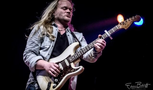 Joost de Lange heeft door de jaren heen brede ervaring opgedaan in verschillende bands met genres als jazz, blues, rock en metal.