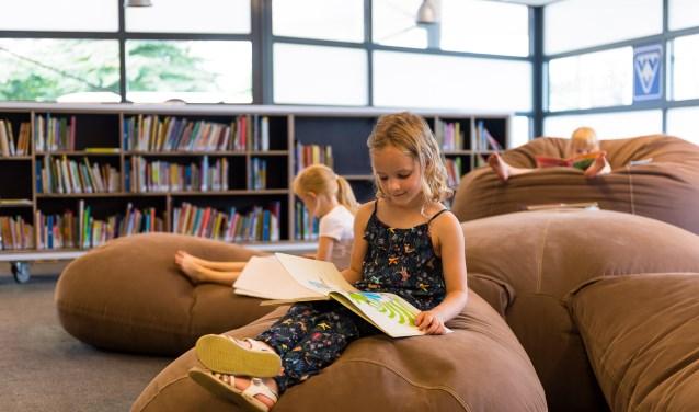Kinderen kunnen tijdens de kinderboekenweek lekker chillen in de bied. (Foto: Robin Heemstra).