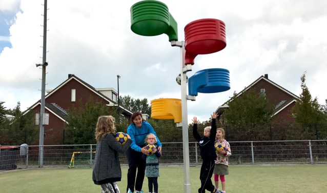 Op jonge leeftijd al kennismaken met korfbal. Het kan bij de korfbalclub SC Twist. (Foto: Vlaardingen in Beweging)