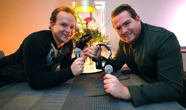 De Veldhovense broers Jordy en Domenic Graat timmeren als dj's aan de weg. (Foto: Bert Jansen).