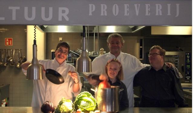 De gerechten die worden geserveerd ter illustratie van de lezing worden verzorgd door bijzonder restaurant Borghuis.