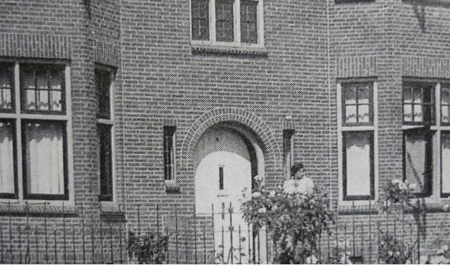 Woonhuis familie Vosman in de voormalige pastorie van de Gereformeerde Gemeente aan de Walstraat.