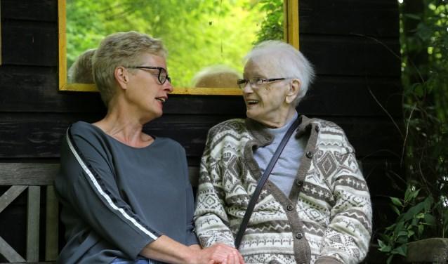 De speciaal opgeleide vrijwilligers staan vrienden, partner of familielid enkele uren terzijde.
