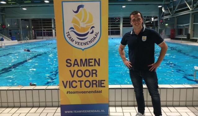 Sjoerd van Stokkum: ''Naast mijn uren als badmeester in zwembad de Vallei ben ik aangenomen voor de marketing en communicatie vanTeam Veenendaal. We draaien hier momenteel een project dat gericht is op het ondersteunen van prestatiesporters''. (Foto: Sanne Westerterp)