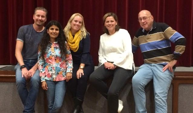Michiel Geurtse, Farzana van Zuilekom, Tanya Guyken, Caroline Velers en Evert Kleijer vormen nu het bestuur van de Toneelvereniging.