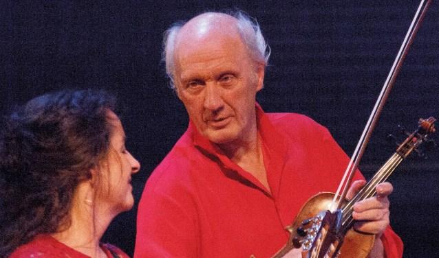 Een heerlijke muzikale voorstelling met schitterende bijdragen van onder andere gitariste Edith Leerkes. Foto: Marian van Soest
