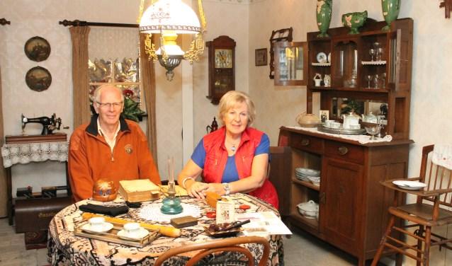 Piet en Nel Verburg in de mooie kamer van 't ouwe 'uus. FOTO: Leon Janssens.