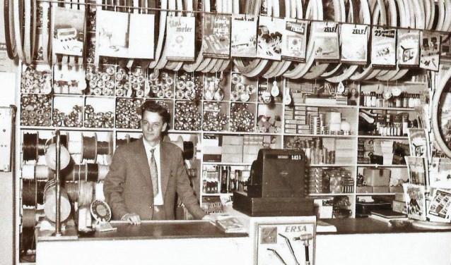Nic. Jensen begon zijn fietshandel zaterdag 23 februari 1935 aan de 1e Hogeweg 75 in Zeist.