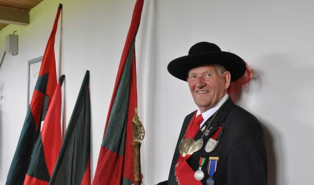 Ton Smits is al 63 jaar met hart en ziel verbonden aan het Gilde Sint Catharina in Den Dungen. Vanwege zijn 40-jarig jubileum als Hoofdman wordt hij binnen kort in het zonnetje gezet.
