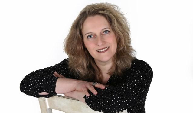 Marleen Bode, de uitvaartbegeleidster uit Oldenzaal, speelt twee keer de voorstelling 'Het Laatste Woord'.