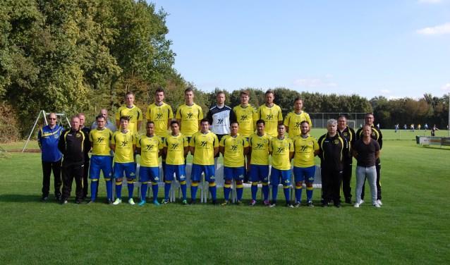 De eerste selectie van VV Barneveld. De ploeg is slecht aan de competitie begonnen. Er is nog geen punt gepakt.