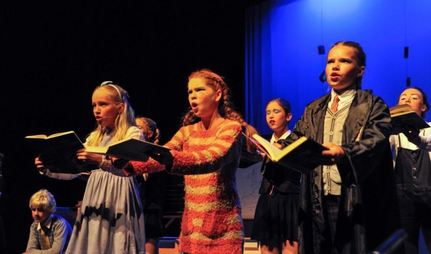 ceac9d0ae695e6 Dansen, zingen en toneelspelen: kinderen genieten enorm van de  theaterlessen van Jolien.