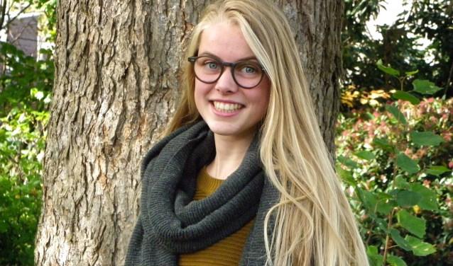 Myrthe staat positief in het leven. Ze wil graag haar steentje bijdragen door minder bedeelde jongeren te helpen en door haar kerk te ondersteunen.
