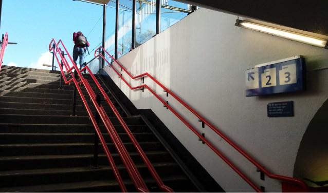 Alleen via de trap te bereiken: de sporen 2 en 3 op station Wolfheze Foto: Kees Jansen