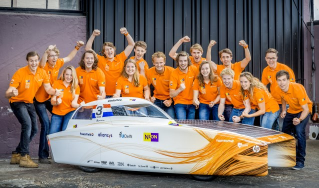 Het Nuon Solar Team met de Nuna9 Foto: Jorrit Lousberg