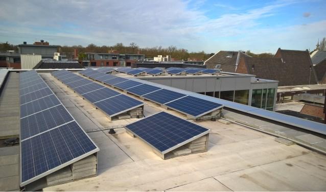 Het dak van het gemeentehuis Zeist is bedekt met zonnepanelen.  FOTO:Gemeente Zeist