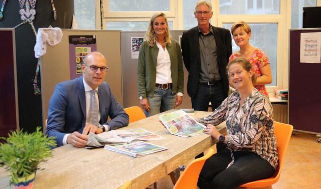V.l.n.r. Gerrit Boonzaaijer, Nienke van Dorp, Hans Nijhof, René Tiemstra en Rolinka van Markus. FOTO: Hanny van Eerden