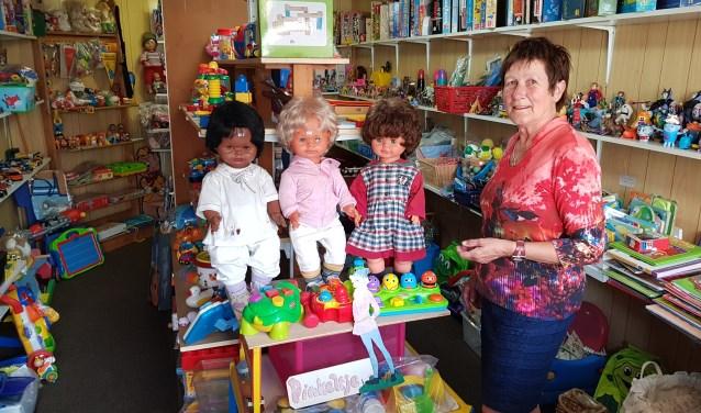 Corry Schilder-Van Gestel bestiert al 30 jaar haar winkel Pinkeltje in de garage van haar huis aan de Muldersweg in Goirle.