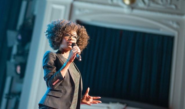 Ook Sylvana Simons is te bewonderen in de muzikale revueshow Opo Kondre. (Foto: Eva Rietbergen)
