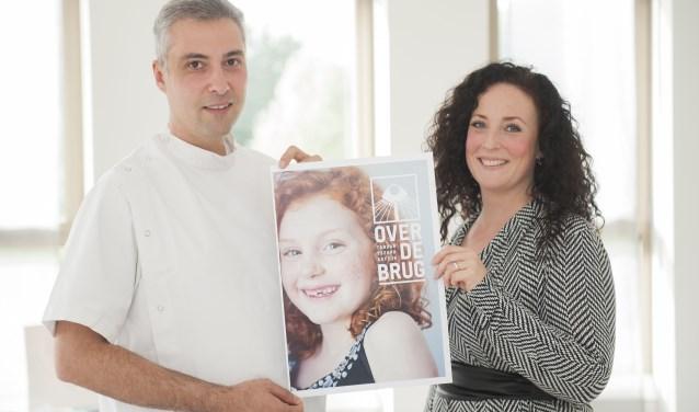 Tandarts Arman Alojan en zijn vrouw Chantal Eder. Ze openden praktijk Over de Brug in Stadshagen. (foto: Eva Posthuma)