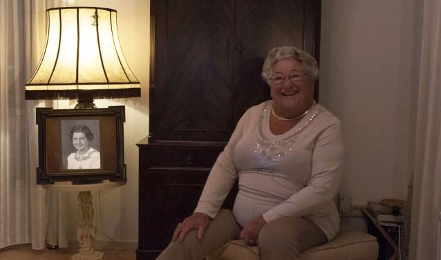 De 92 jarige Anky de Ruiter bracht haar schooltijd in de jaren 1935 - 1945 door in Gouda. (Foto: Hetty Heijne)