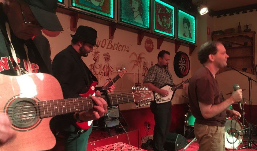 Gernand van der Vechte en de band spelen samen met Tim Knol.